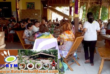 Lunch Eruption Travel Group di RM. BTM Nusa Penida Bali